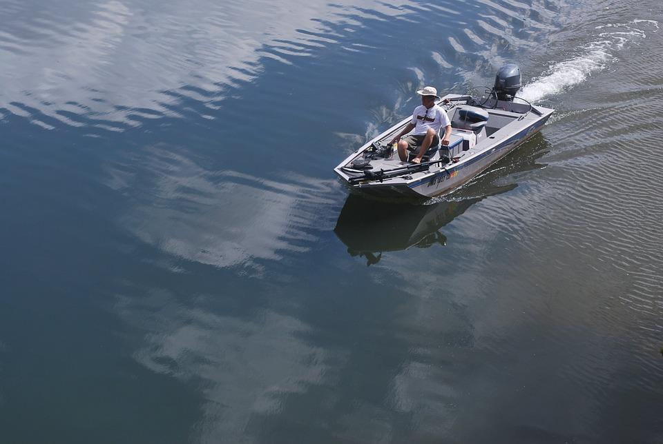 outboard motorboat