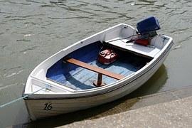 outboard motor boat