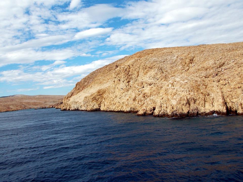 boating near island